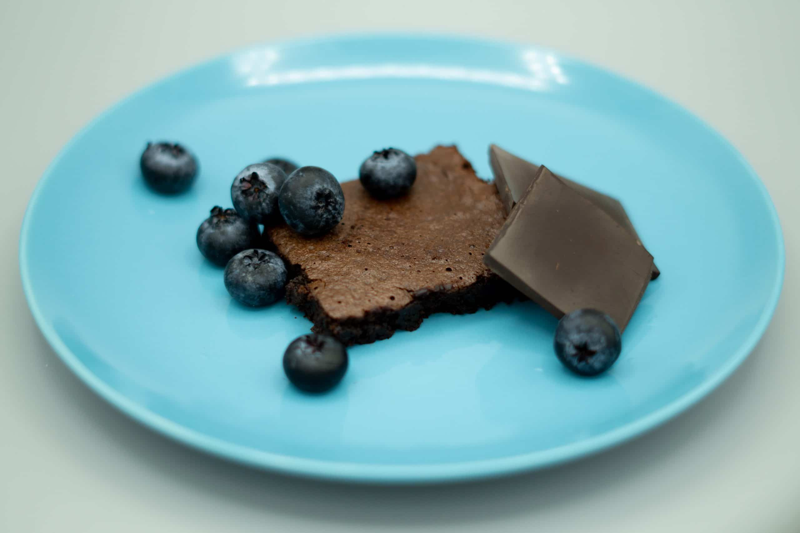 Keto brownies with blueberry