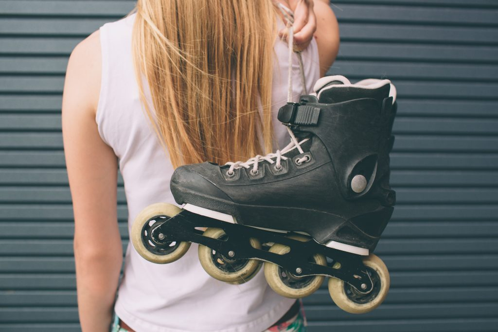 how many calories does rollerblading burn an hour