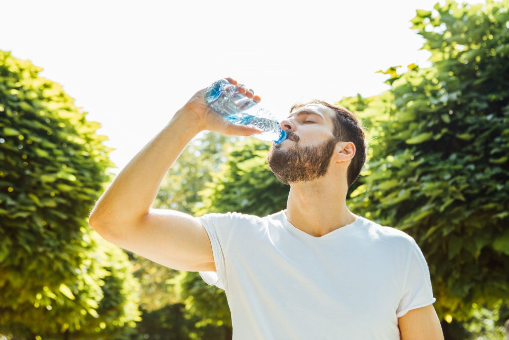 can you lose weight by not eating and just drinking water