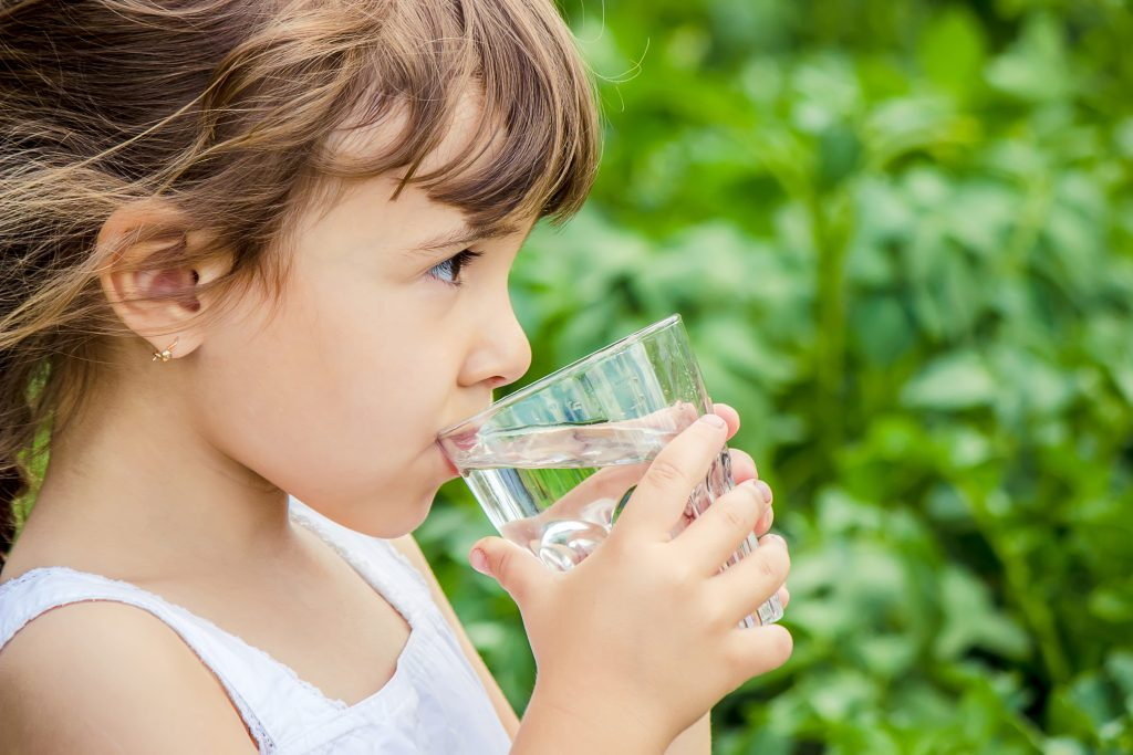 how much water should i drink while water fasting to lose weight