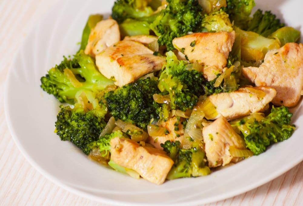Quali sono le proteine, i carboidrati, e grammi di grassi necessari per una dieta da 2500 calorie