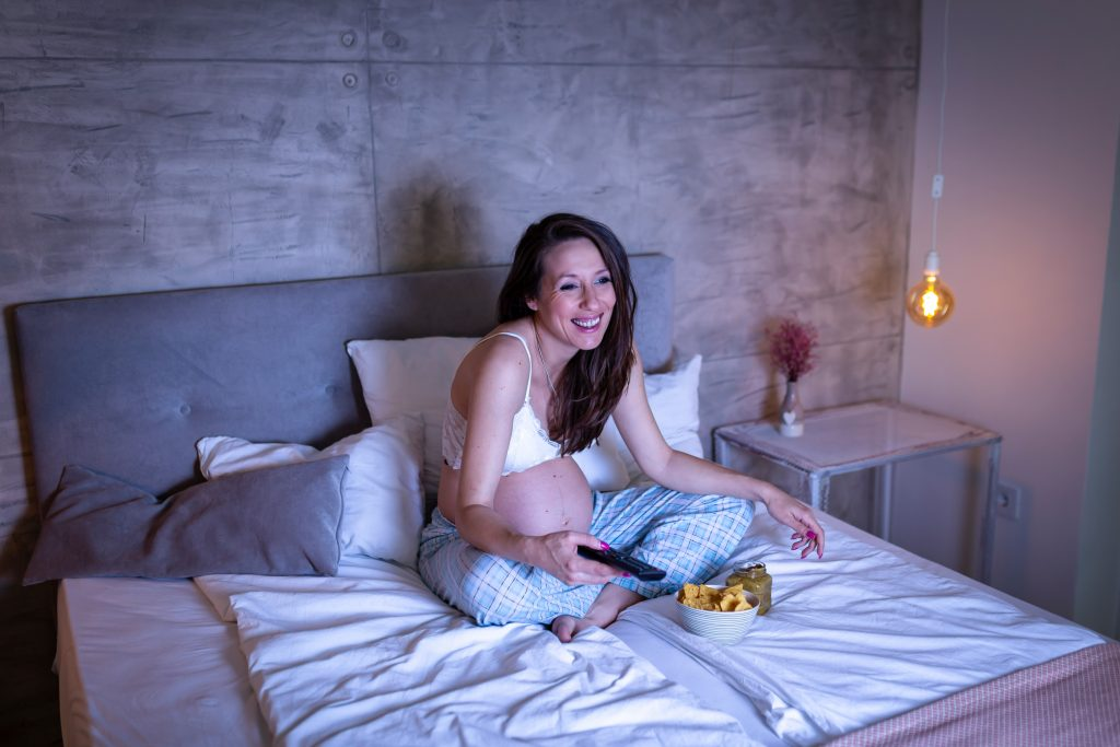 what time should you stop eating and drinking before bed