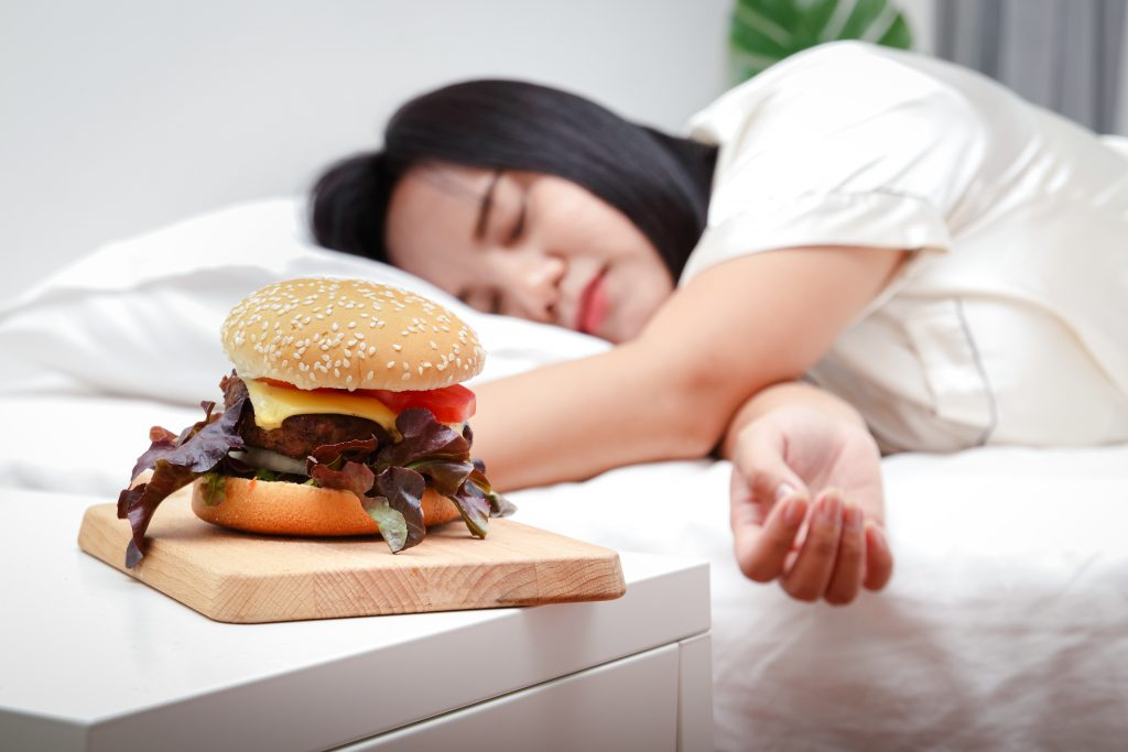 what time should you stop eating before bed