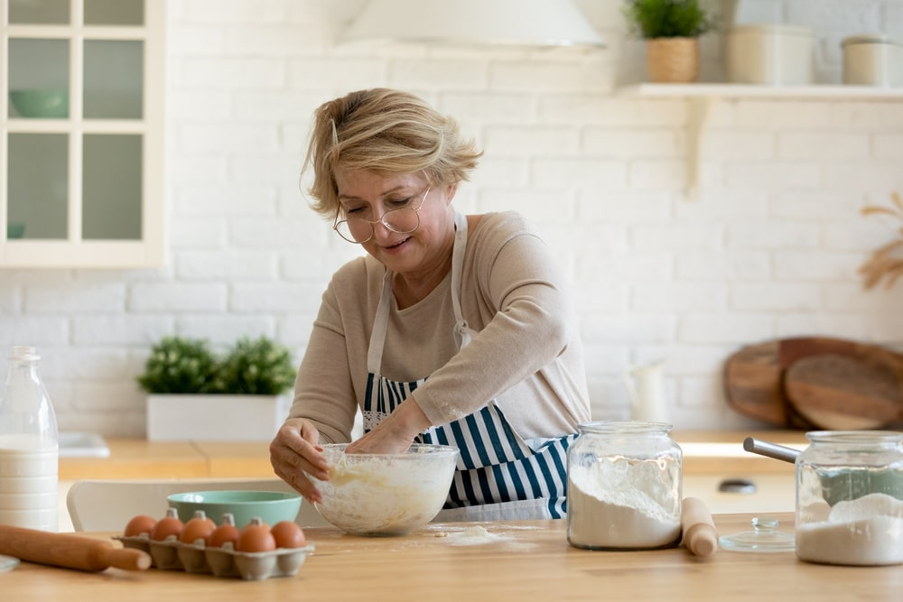 how many calories should a 60 year old woman eat to lose weight