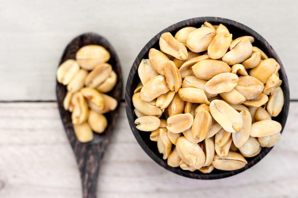 peanuts calories